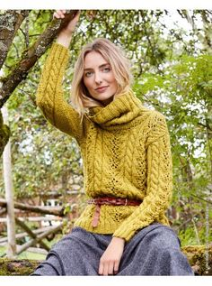 #Strickanleitung herbstlicher Pullover im Zopf-Lochmuster mit Rollkragen - knit pattern for fall sweater with cable stich and turtle neck via lanagrossa.de