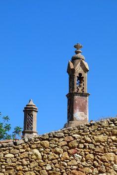 Chaminés dos anos Portugal, Algarve, Stacked Pots, Chimney Sweep, Dry Stone, Interesting Buildings, Brick And Mortar, Rooftops, Moorish