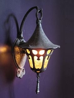 **Lincoln Porch light in the Storybook style