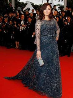 Bollywood at cannes 2012 - Aishwarya Rai graced the red carpet in her black gown, Cannes 2012