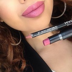 "Haneen Alsoheli @beautybyhaneenxx Instagram  Used @nyxcosmetics lipliner in ""Mauve"" $4 and WetNWild lipstick in ""Mauve Outta Here"" $2 to achieve this lip combo."