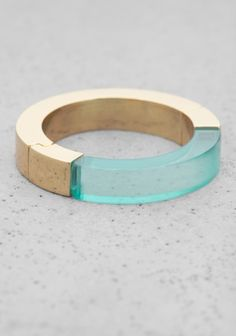 OTHER STORIES A ring featuring a luscious combination of brass and colourful plastic accents.