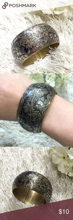 Vintage Floral Cuff Beautiful vintage floral cuff. Feel free to ask questions! 💖 Jewelry Bracelets