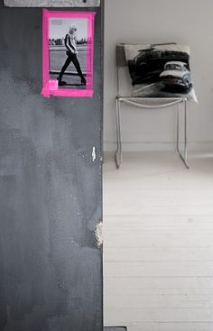 """love the photo """"framed"""" with neon masking tape. (Méchant Design)"""