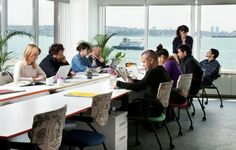 Formamos un equipo de profesionales al servicio del cliente, comprendiendo sus necesidades y ofreciéndole soluciones que lo lleven a concretar sus ideas y proyectos; acompañándolo desde la etapa de diseño hasta finalizar la construcción. Desde el inicio hemos tenido como objetivos principales la Excelencia, la Calidad y el Diseño Innovador.