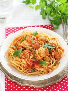 🍝🍝🍝 Sure it might sound simple, but we bet this fresh take on spaghetti will leave you feeling like you've tried something brand new! For a delicious dinner in only a few minutes, opt for spaghetti with tuna! Organic Pasta, Organic Quinoa, Organic Garlic, Tuna Recipes, Spaghetti Recipes, Family Meals, Italian Recipes, Food Porn, Easy Meals