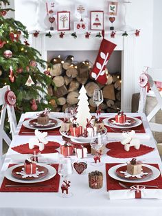 Classic Red & White Christmas Table