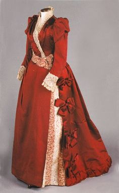 Silk evening gown, c.1890. Courtesy of the Worcester Historical Museum.