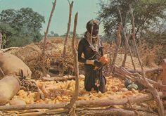 308 - Angola - Rapariga Muíla numa mutala