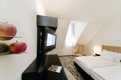 Comfort Zimmer / Comfort Room Comfort Room, Flat Screen, Bed, Furniture, Home Decor, Central Station, Stuttgart, Shopping, Blood Plasma