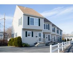 17 Andover St 1, Peabody, MA 01960. 2 bed, 1 bath, $269,000. Open House this Sund...