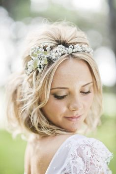 Bridal updo with tiara and veil head bands ideas Flower Crown Hairstyle, Crown Hairstyles, Wedding Hairstyles, Hair Crown, Flower Hair, Bridal Updo, Bridal Headpieces, Bridal Hairstyle, Style Hairstyle