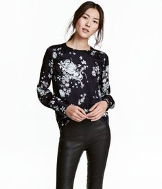 Dark blue/floral. Blouse in woven viscose fabric with a slight sheen. Covered buttons at back of neck, decorative gathers at shoulders, and yoke at back.