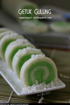 Indonesian Desserts, Asian Desserts, Snack Recipes, Snacks, Food Design, Food Plating, Rolls, Food And Drink, Yummy Food