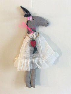 Apolline a Paris, linen donkey