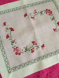 This Pin was discovered by Gam Embroidery Patterns, Hand Embroidery, Cross Stitch Patterns, Hobbies And Crafts, Diy And Crafts, Cross Stitch Flowers, Flower Patterns, Needlework, Quilts