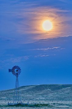 Full moon on the prairie by David Kingham. Farm Windmill, Old Windmills, Wind Of Change, Country Scenes, Water Tower, Old Barns, Le Moulin, Thing 1, Farm Life