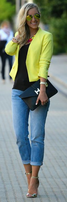 I love how the yellow blazer adds a nice pop of color to the outfit. Casual Chic, Casual Wear, Cool Outfits, Casual Outfits, Summer Outfits, Looks Jeans, Look Blazer, Yellow Blazer, Colored Blazer