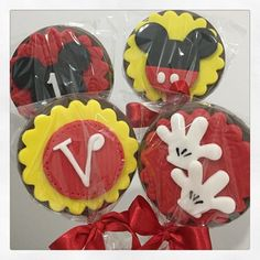 Parabéns Vinicius Papai do céu seja . Cupcake Mickey, Mickey Party, Mickey Minnie Mouse, Mickey Mouse Clubhouse Birthday, Mickey Mouse Birthday, Diy Bow, Diy Ribbon, Mickey Mouse Snacks, Mickey House