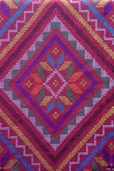 Yakan tribal weaving in Zamboanga city, Philippines. Filipino Art, Filipino Tribal, Filipino Culture, Filipino Tattoos, Indian Tattoos, Cultura Filipina, Regions Of The Philippines, Philippines Culture, Zamboanga City
