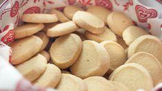 Norwegian Christmas, Norwegian Food, Scandinavian Food, No Bake Snacks, Shortbread Cookies, Hot Dog Buns, Sweet Recipes, Biscuits, Almond