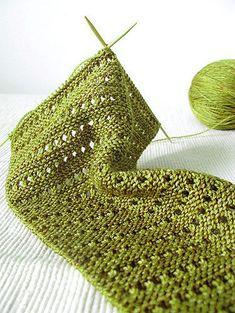 Free Knitting Pattern , Lacy Baktus - Free Knitting Pattern , Free Knitting Patterns Source by A. Outlander Knitting Patterns, Knitting Stiches, Easy Knitting, Knitting Patterns Free, Knitting Scarves, Yarn Projects, Knitting Projects, Knitting For Beginners, Yarn Crafts