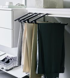 The dressing room: optimum use of space and crease-free clothes. Living Room Units, Living Area, Free Clothes, Dressing Room, Hangers, Shelf, Trousers, Profile, Space