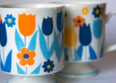 retro tulip mugs