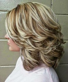 Latest mid-length hairstyles with layers for Best Medium L - Haarschnitt halblang - Hair Medium Lenth Hair, Medium Hair Cuts, Medium Hair Styles, Curly Hair Styles, Medium Length Hair With Layers, Hair Highlights And Lowlights, Color Highlights, Layered Haircuts, Shoulder Length Hair