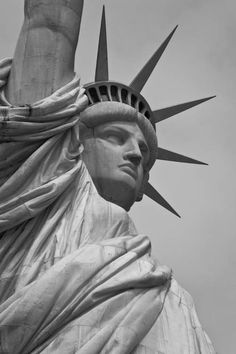 New York Discover Statue of Liberty Black & White Art Print by Unknown Artist Black And White Picture Wall, Black And White Wallpaper, Black And White Pictures, Statue Of Liberty Drawing, Statue Of Liberty Tattoo, Black Statue Of Liberty, New York Black And White, Black And White Canvas, Gray Aesthetic