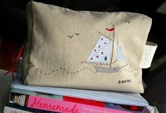 Yarn Projects, Crafty Projects, Seaside Theme, Seaside Style, Cute Pillows, Throw Pillows, New Cosmetics, Textiles, Button Crafts