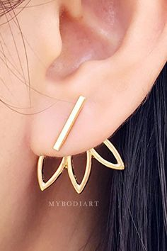 Product Information Product Type: Pair of Earring Jackets Gauge Size: Standard Ear Lobe - 20 Gauge Color: Gold / Silver Womens Earrings Earring Jacket Jackets in Gold Silver Starburst Flower Sunflower Conch Earring, Tragus Earrings, Dangle Earrings, Daith Ear Piercing, Cute Ear Piercings, Jacket Earrings, Ear Jacket, Necklace Sizes, Climbers