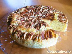 """Dette er verdens beste eplekake!!! Hemmeligheten ligger i rømme i kakedeigen. """"Rømmekake"""" er jo utrolig godt, og sammen med epler blir dette fantastisk! Du kan også lage denne eplekaken i langpanne (se """"Eplekake med rømme (liten/stor langpanne)""""). Recipe Boards, Apple Cake, Yummy Cakes, Baked Potato, Camembert Cheese, Cravings, Nom Nom, Muffins, Food And Drink"""