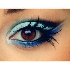 Love how the feather lashes accentuates her eyes