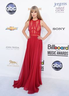 Fashion In Wedding: Taylor Swift wear a long red dress at the 2012 Billboard Music Awards, and won of the Woman of the Year award