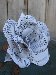 Handmade Single Sheet Music Paper Flower Rose www. Music Centerpieces, Music Notes Decorations, Paper Flower Centerpieces, Sheet Music Crafts, Music Paper, Sheet Music Art, Music Sheets, Music Ornaments, Music Themed Parties