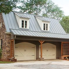 Slide Carriage House Charm Leave generic garage doors behind! Instead, play with color and hardware for an entry that is functional and full of charm. Grey Garage Doors, Carriage House Garage Doors, Garage Door Paint, Garage Roof, Garage Door Makeover, Garage Door Design, Carriage Doors, Barn Garage, Garage Plans