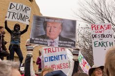 PHOTOGRAPHS OF THE WOMEN'S MARCH IN WASHINGTON BY GILLIAN LAUB