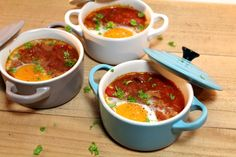 Shakshuka zelf maken! Ate Too Much, Foodies, Lunch, Middle East, Ethnic Recipes, Eggs, Arabesque, Eat Lunch, Egg