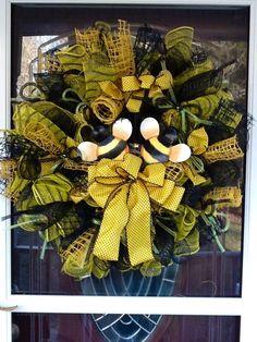 deco mesh ideas | Bumble Bee deco Mesh Wreath.