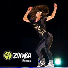 I love Zumba and this girl's the right idea! Look at her expression and the hair flip! You go girl! Zumba Fitness, Dance Fitness, Zumba Workout Videos, Fun Workouts, Instructor De Zumba, Burn 100 Calories, Hair Flip, Womens Workout Outfits, Dance Photography