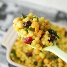 Vegan Couscous Recipes, Pearl Couscous Recipes, Pearl Couscous Salad, Israeli Couscous Salad, Healthy Salad Recipes, Healthy Chicken Recipes, Raw Food Recipes, Yummy Recipes, Healthy Food