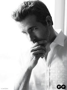 Ryan Reynolds en la portada de Junio de GQ Mexico