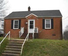 FOR RENT - 2315 Catalina Avenue, Charlotte NC 28206  775 SF  2 Bd 1 Ba  This is a cozy 2 bedroom, 1 bath ranch located in a well established neighborhood in Northeast Charlotte. This home is just minutes from downtown, I-85, I-77 and lots of specialty shops and restaurants.$645/Mnth.