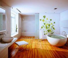 un revêtement de sol PVC effet bois dans la salle de bain spacieuse