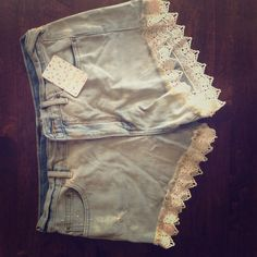Free People Lacey Denim Short NEW WITH TAGS. Never worn. Color: Daisy. Size: 29 Free People Shorts Jean Shorts