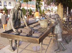 Spargelfests are very popular in Germany. Asparagus season is celebrated from mid April to June Asparagus Festival, Outdoor Furniture, Outdoor Decor, Sculptures, Germany, Beautiful, Travel, Home Decor, Statues