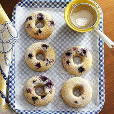 Gluten free and diabetic friendly Blueberry-Lemon Donuts Diabetic Breakfast Recipes, Diabetic Desserts, Diabetic Recipes, Diabetic Muffins, Apple Desserts, Healthy Recipes, Gluten Free Donuts, Gluten Free Sweets, Gluten Free Baking
