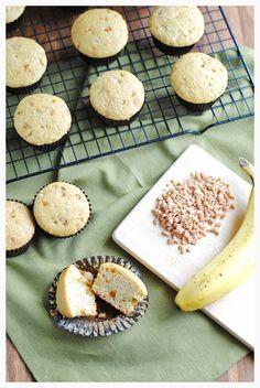 Banana Toffee Picnic Cupcakes via @sohowsittaste/ // #banana #toffee #cupcakes #recipe #Overripe #overripebanana