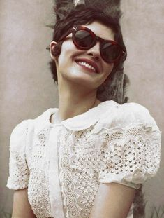 Puffed sleeves and rounded collar | Audrey Tautou